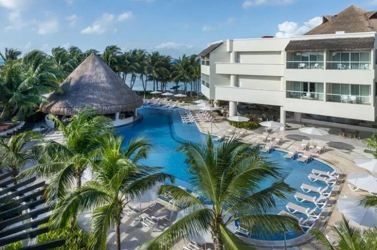 Isla-Mujeres-Pool-View