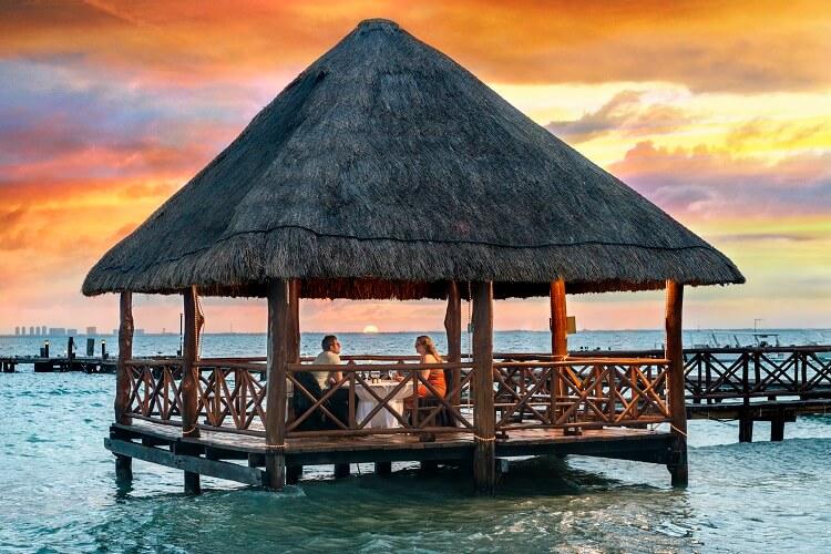 Isla-Mujeres-Romantic-dinner