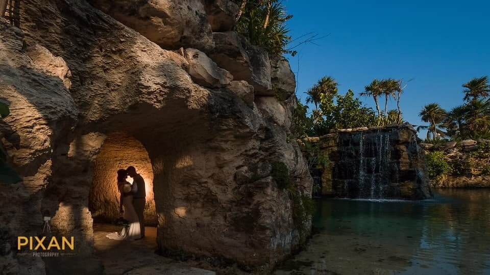 Shannon-Staggs-Hotel-Xcaret-Cuevas