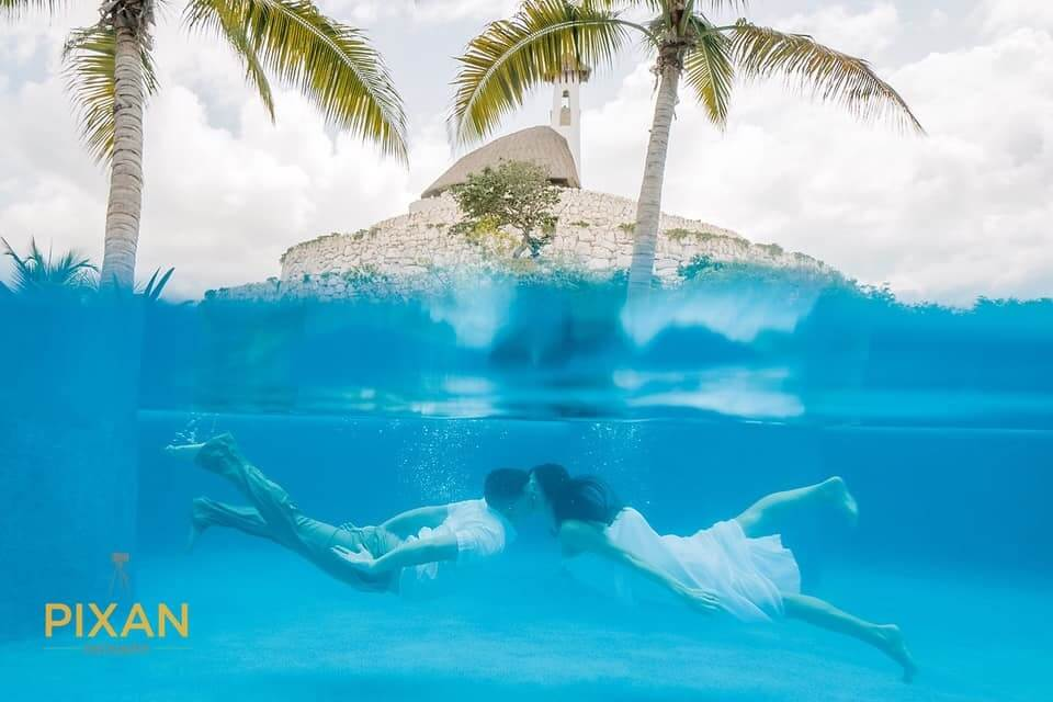 Shannon-Staggs-Hotel-Xcaret-Underwater