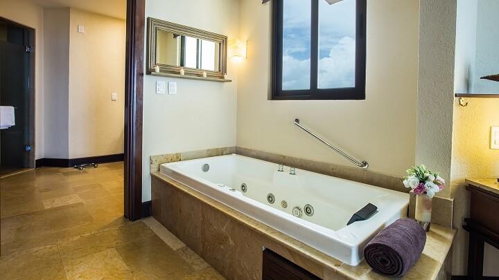 Preferred Club Ocean Front Master Suite Bath - Dreams Riviera Cancun