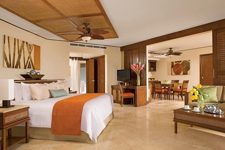 Preferred Club Ocean Front Master Suite - Dreams Riviera Cancun