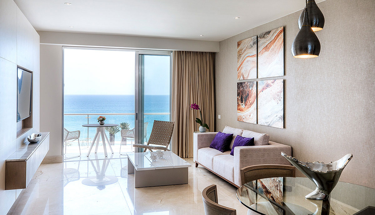 Royale Governor Suite - Living