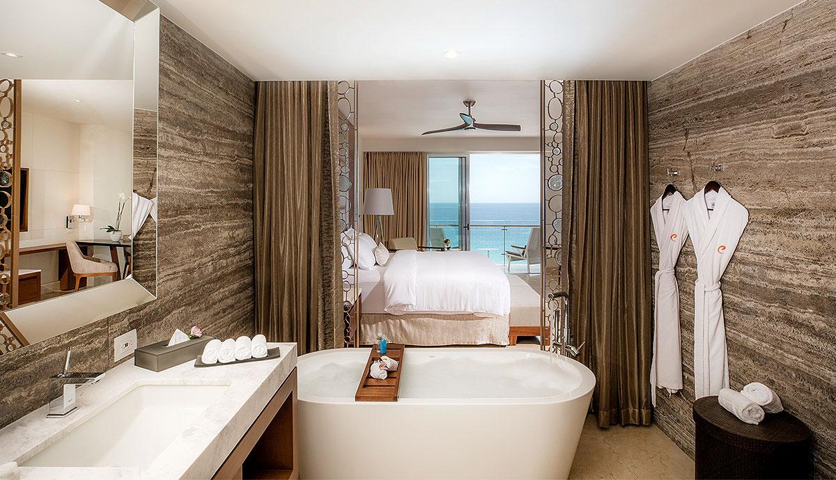 Honeymoon Suite with Ocean View - Bathroom