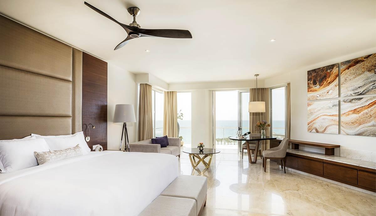 Royale Junior Suite - Living/Bed
